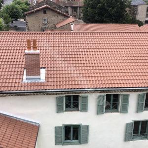 3-Couverture,-tour-en-Tuille-plate-écaille,-cheminée-brique,-zinguerie-web