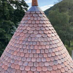 6-Couverture,-tour-en-Tuille-plate-écaille,-cheminée-brique,-zinguerie-web